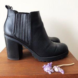Sam & Libby black Deanna block heel ankle booties